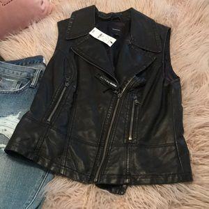 Express Minus the Leather black vest sz S